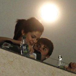 Selena Gomez y Justin Bieber, juntos en un partido de Hockey