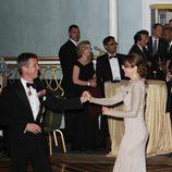 Federico y Mary de Dinamarca bailando en los 100 años de la Fundación Américo-Escandinava