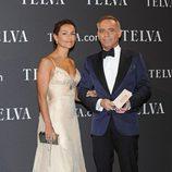 El arquitecto Joaquín Torres junto a su mujer en los Premios T de Moda de Telva 2011