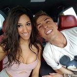 Labrador y Ana, muy sonrientes en el coche