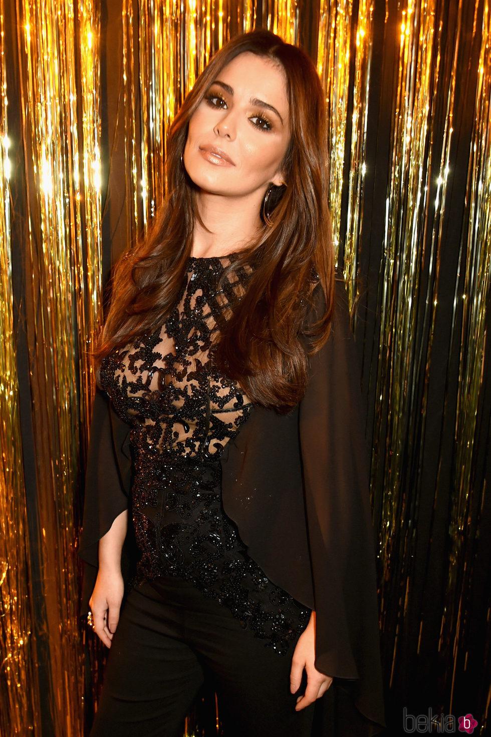 Cheryl  posando en la L'Oreal Paris Gold Obsession Party en París