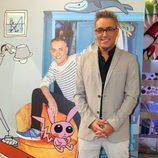 Kiko Hernández en la presentación de la colección de retratos de 'Sálvame' por Javier Mariscal