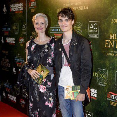 Laura Pamplona y su hijo en el estreno de 'El mundo entero'