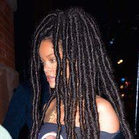 Rihanna estrena look con rastas