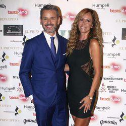 Jorge Lucas con Lara Dibildos en la presentación de su fundación 'Besos en el alma'