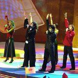 Rosa López, Chenoa, Geno, Gisela, David Bustamante y David Bisbal actuando en Eurovisión 2002