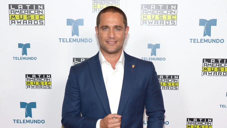 Michel Brown en la alfombra roja de los Latin American Music Awards 2016