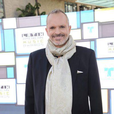 Miguel Bosé en la alfombra roja de los Latin American Music Awards 2016