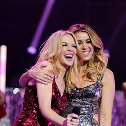 Kylie y Dannii Minogue en las Navidades de 2015