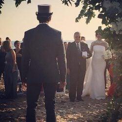Juan Vidal viendo llegar a su novia, Paz Padilla