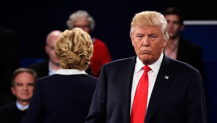 Donald Trump durante el segundo debate presidencial