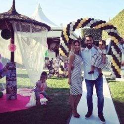 Ezequiel Garay y Shaila en la fiesta de su cumpleaños con Tamara Gorro
