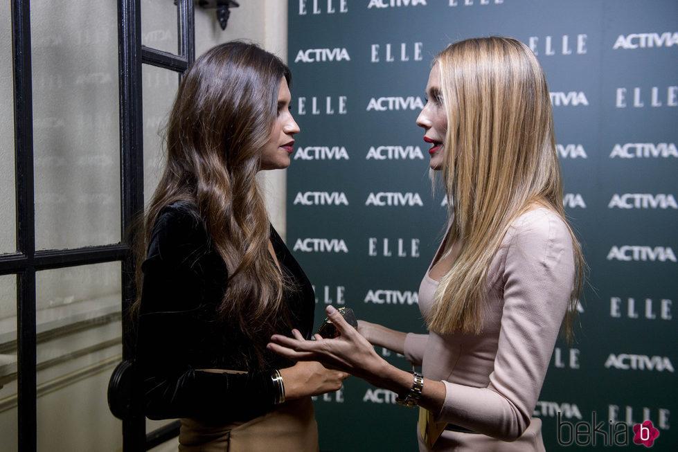 Sara Carbonero hablando con Vanesa Lorenzo en los Premios Mujeres con Talento 2016