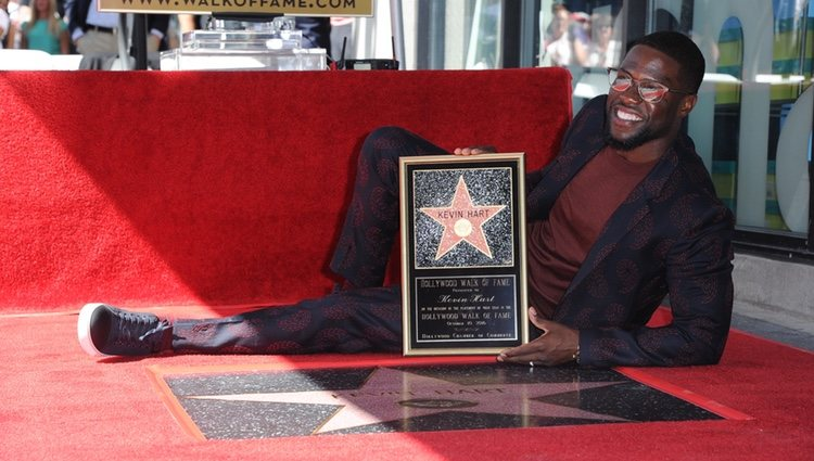 Kevin Hart y su recién estrenada estrella en el Paseo de la Fama