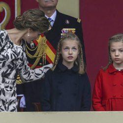 La Reina Letizia, la Princesa Leonor y la Infanta Sofía en el Día de la Hispanidad 2016