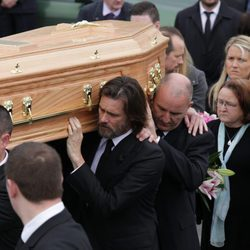 Jim Carrey en el entierro de su novia Cathriona White