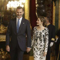 Los Reyes Felipe y Letizia en la recepción del Día de la Hispanidad 2016