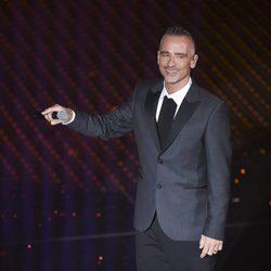 Eros Ramazzotti durante un concierto