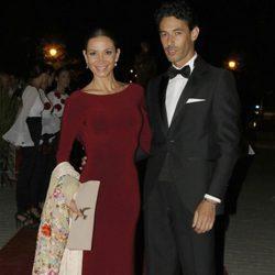 Cecilia Gómez y su novio Iván Vicente durante la X Edición de los Premios Escaparate en Sevilla