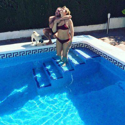 Tania Llasera presume de tipazo en la piscina