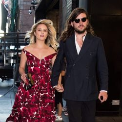 Dianna Agron y Winston Marshall en la New York Fashion Week