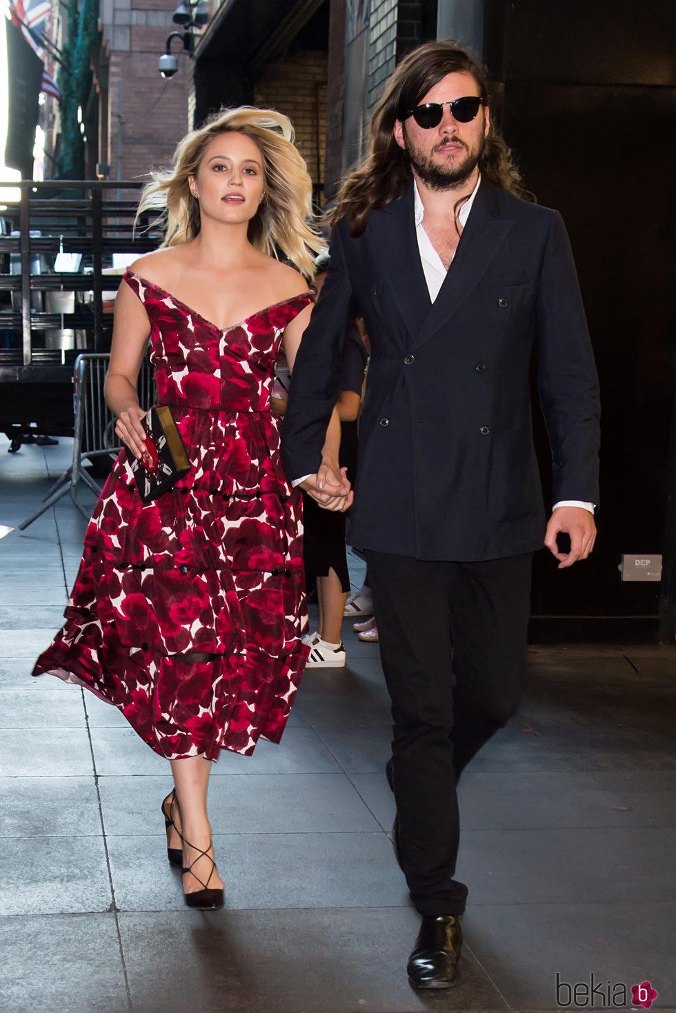 Dianna Agron y Winston Marshall en la New York Fashion Week