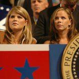 Jenna y barbara Bush en la campaña electoral de su padre