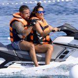 Raquel Bollo y Rafa Mora en moto de agua en Ibiza