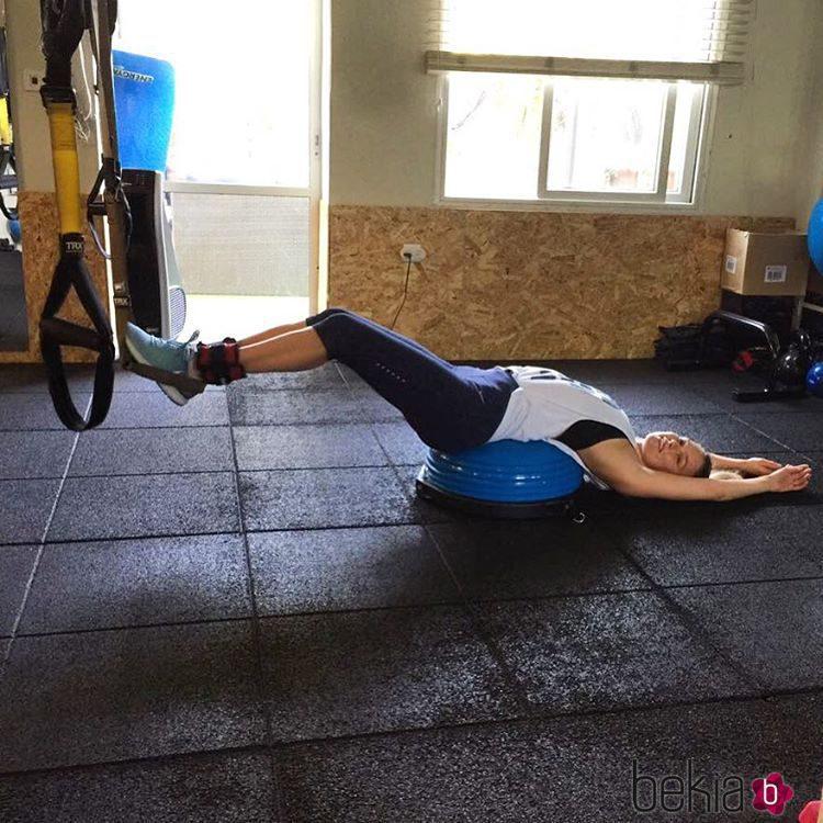 Bar Refaeli poniéndose en forma después del embarazo