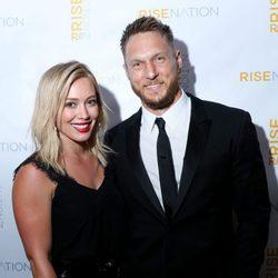 Hilary Duff y Jason Walsh en la inauguración del Rise Nation Fitness Studio de Los Ángeles