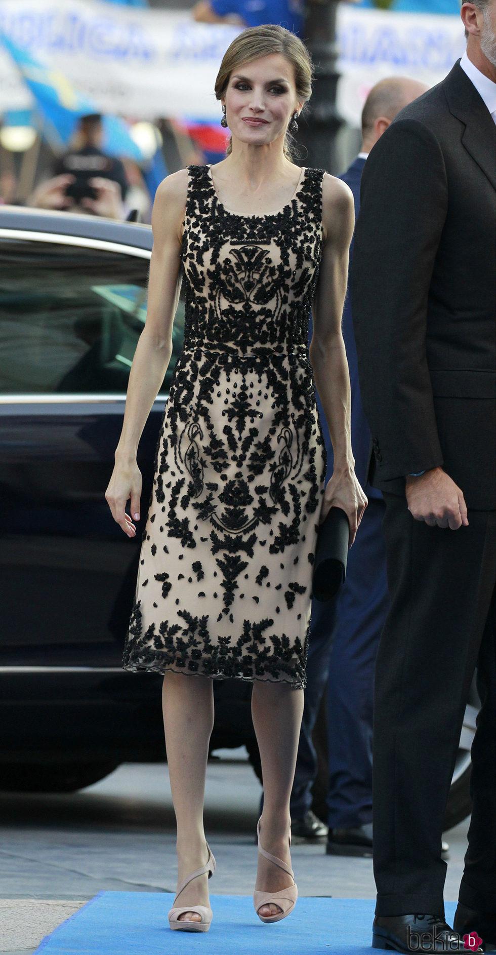 La reina Letizia, rojo y negro en los Premios Princesa de