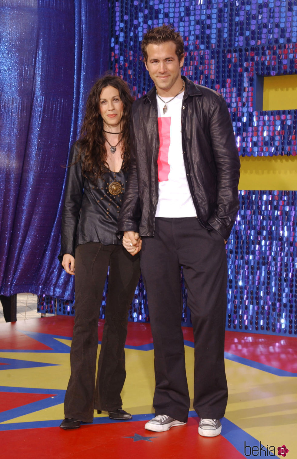 Alanis Morissette y Ryan Reynolds en los MTV Awards 2003
