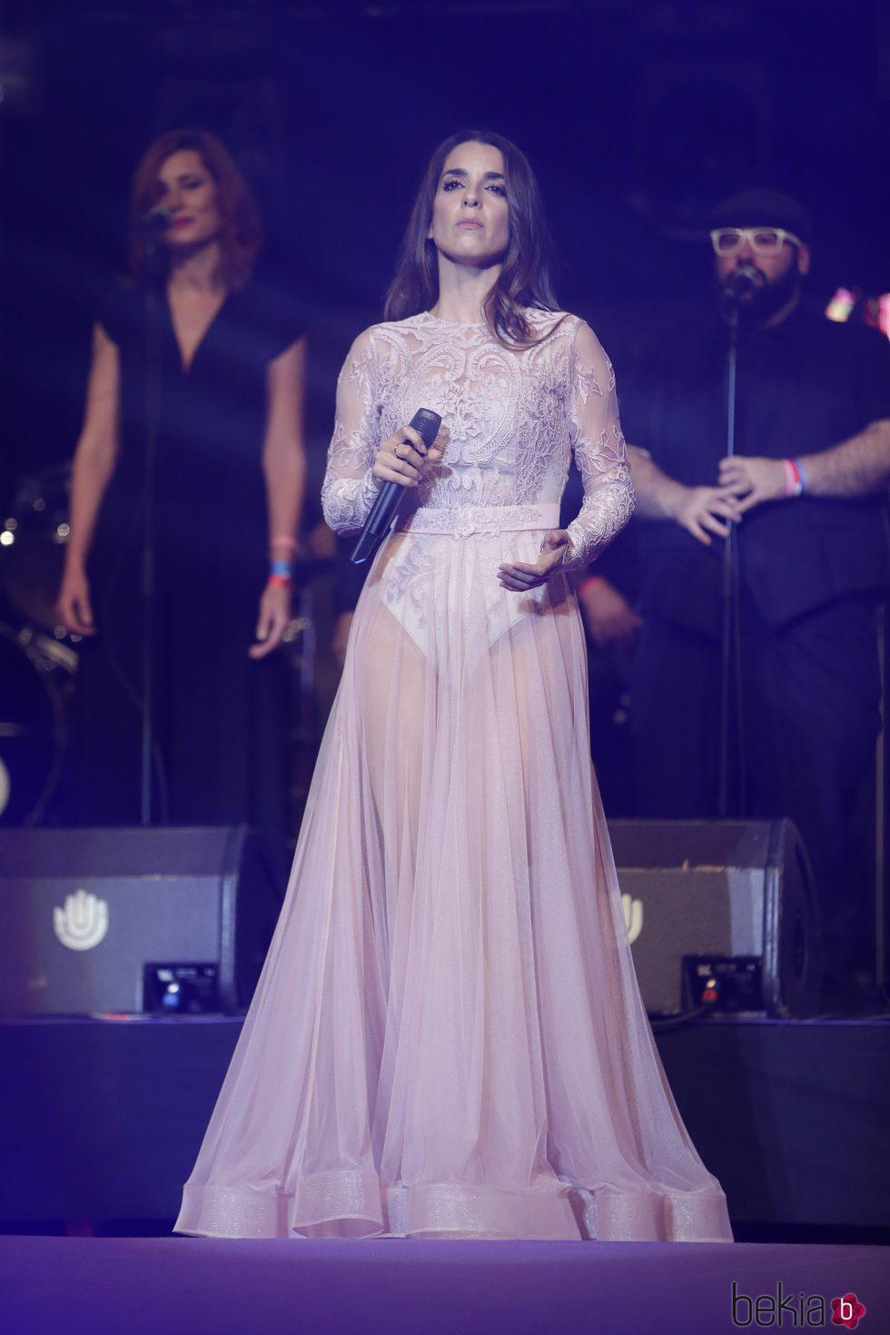 Ruth Lorenzo durante su actuación  en el concierto 'Por ellas' de Cadena 100