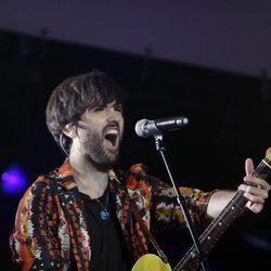 David Otero actuando durante el concierto 'Por ellas' de Cadena 100