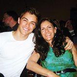 Dave Franco con su madre