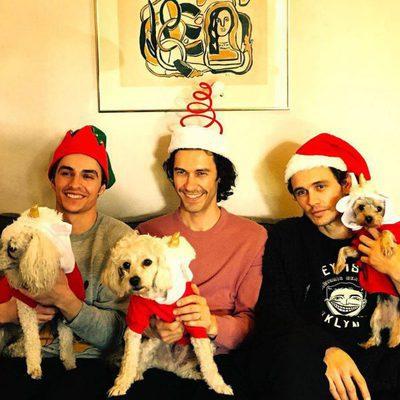 Dave, James y Tom Franco celebrando la Navidad