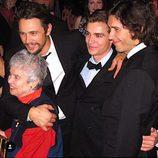 Tom, Dave y James Franco junto a su abuela materna