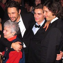 Tom, Dave y James Franco junto a su abuela materna