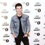 Shawn Mendes en la alfombra roja de los BBC Radio 1's Teen Awards 2016