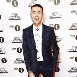Nick Grimshaw en la alfombra roja de los BBC Radio 1's Teen Awards 2016