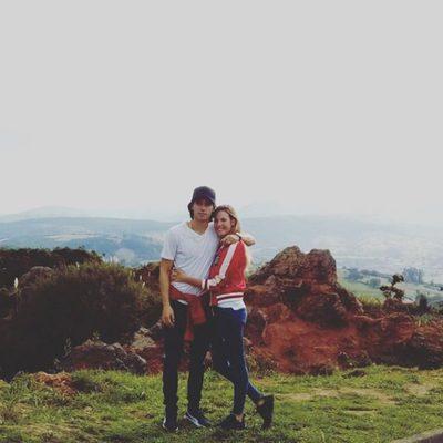 Jessica Bueno y Jota Peleteiro en el Parque Nacional de Cabárceno