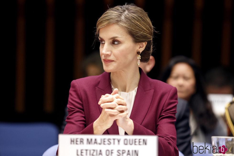 La Reina Letizia defendiendo la lactancia materna en un congreso de la OMS en Ginebra