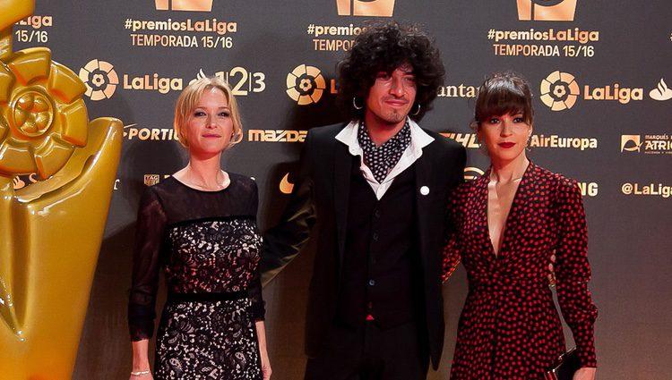 María Esteve, Leiva y Verónica Sánchez en los Premios La Liga 2016 en Valencia