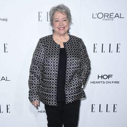 Kathy Bates la entrega de los Premios Women in Hollywood 2016 de la revista Elle
