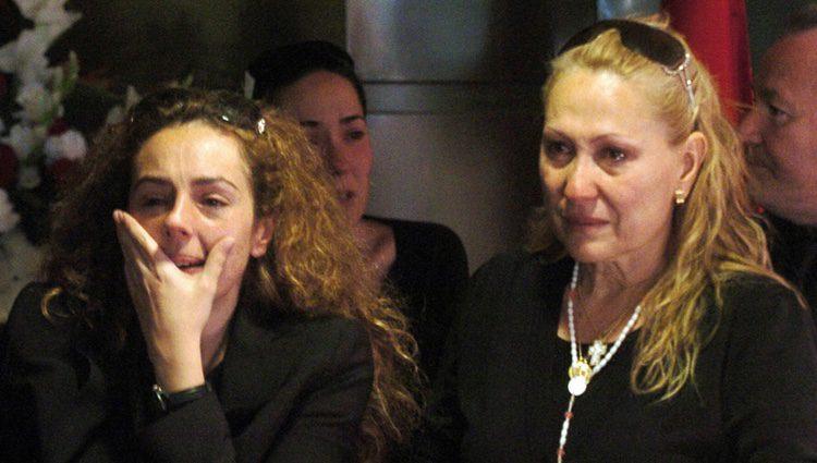 Rocío Carrasco llora la muerte de su madre Rocío Jurado