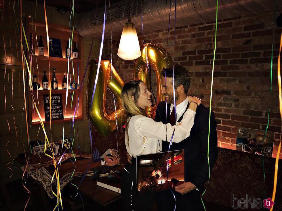 Ryan Reynolds celebrando su 40 cumpleaños con una romántica cena con Blake Lively