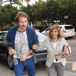 María Teresa Campos y Bigote Arrocet muy felices en Málaga tras los rumores de crisis