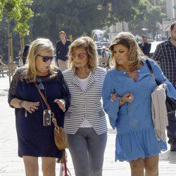 María Teresa Campos y sus hijas grabando 'Las Campos' en Málaga