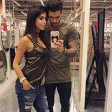 Hugo y Sofía ('MYHYV') en una tienda de muebles y decoración