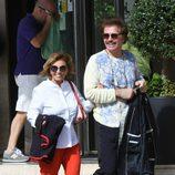 María Teresa Campos y Bigote Arrocet muy felices saliendo de su hotel de Málaga tras los rumores de crisis